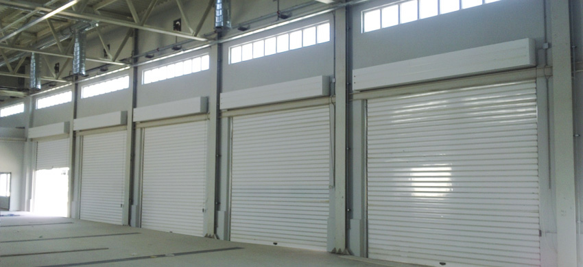 Roller shutter made of galvanized steel, 115mm wide.