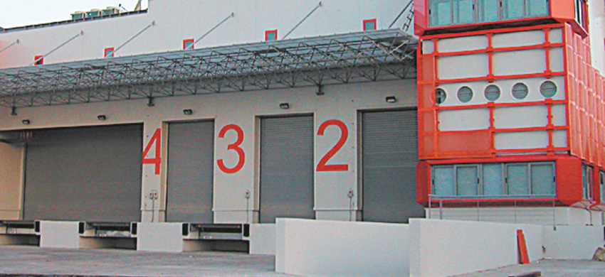Roller shutter made of extruded aluminum profile, 1,5mm thick, with the ability to receive polyurethane insulation.