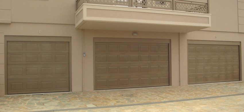 Voyager sectional garage door