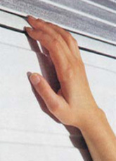 Special finishing for finger protection, interior - exterior The area where the panels are jointed together is specially formed so as to prevent potential trapping of the fingers while opening or closing the garage door.