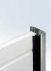 Rubber seals at the guides The Voyager garage door is fitted with rubber seals along the lateral guides. Thus, it offers effective protection against dust while at the same time ensuring the noise-free operation of the garage door.