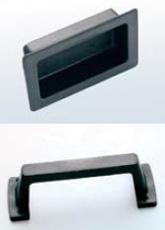 Χειρολαβή  Σε δύο τύπους, χωνευτή ή εξωτερική από συμπαγές PVC