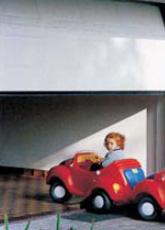 Φωτοκύτταρο ασφαλείας  Ακινητοποιεί την γκαραζόπορτα μόλις το ενσωματωμένο αισθητήριο αντιληφθεί παρουσία ανθρώπων ή αντικειμένων κάτω από τη γκαραζόπορτα. Ιδανική ασφάλεια όταν στο σπίτι υπάρχουν παιδιά (έξτρα εξοπλισμός).